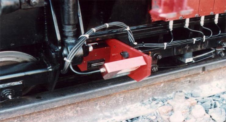 瑞士奥特迈斯OPTIMESS激光位移传感器在车载钢轨检测
